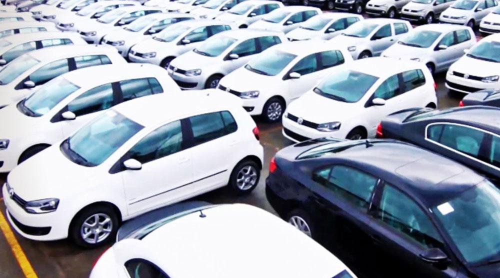 Vendas de carros aumentam mas produção diminui